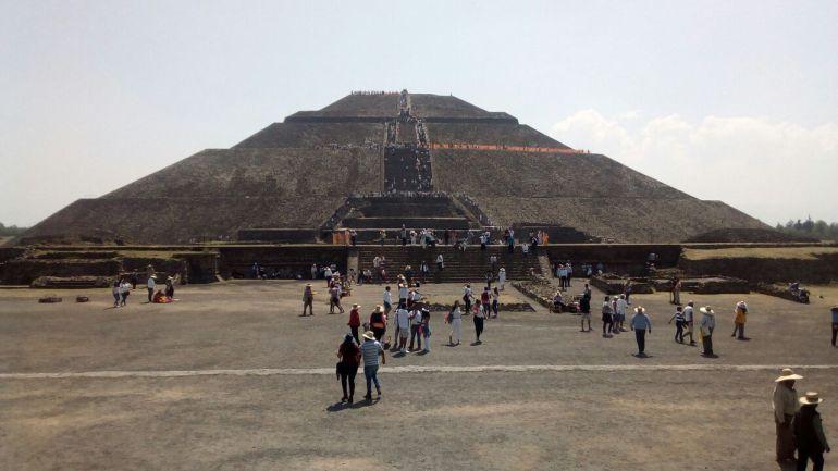 Cientos reciben a la primavera en Teotihuacán