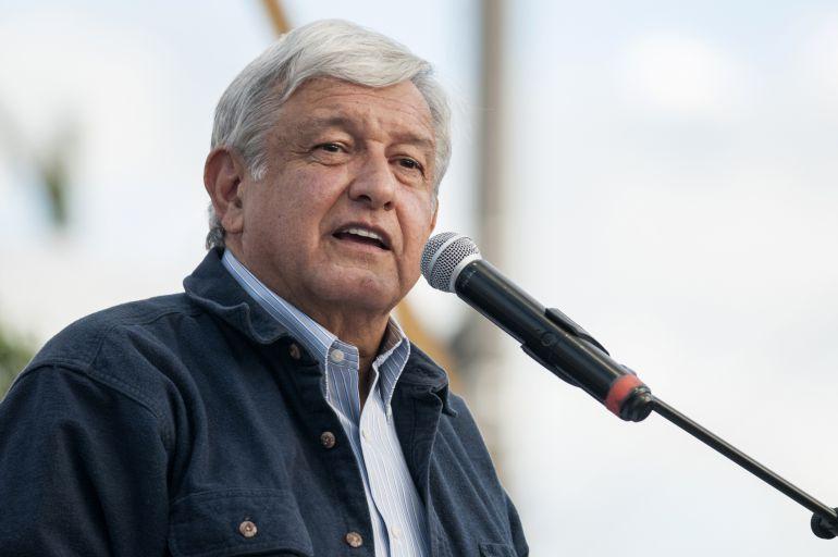 AMLO, NAICM: No firmaremos cheques en blanco con explotación petrolera y NAICM: AMLO