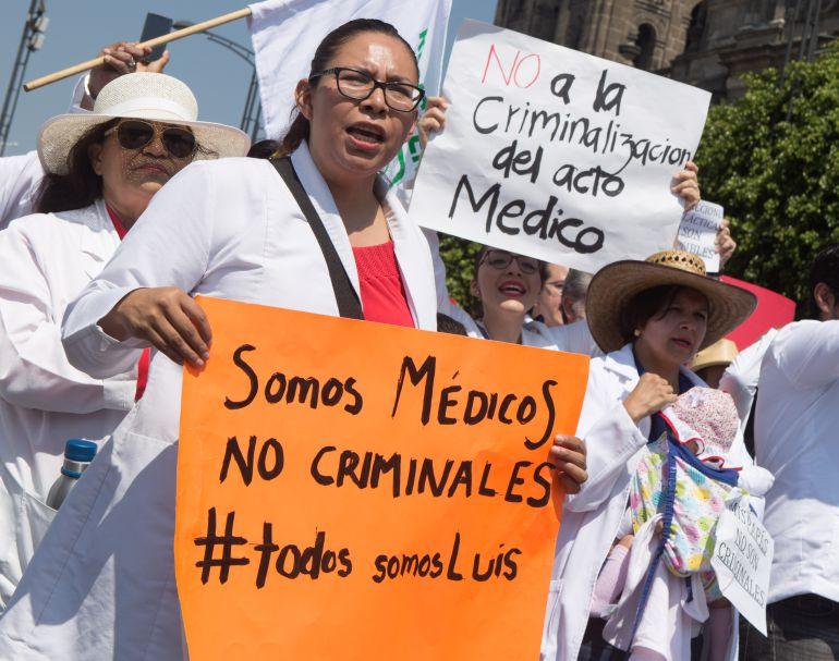 médicos, Edward Luna: Protestan médicos en diferentes entidades del país