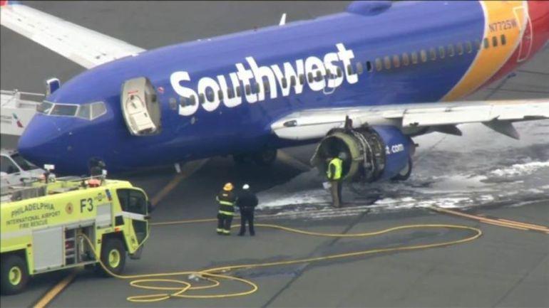Aterriza avión de emergencia por una explosión de una turbina, Un mujer fue succionada: Video: Aterrizaje de emergencia en Filadelfia, muere una mujer