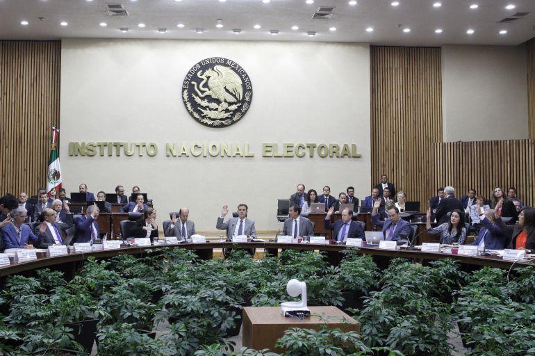 Yuriria Sierra, León Krauze: Aprueba INE moderadores y formato del segundo debate