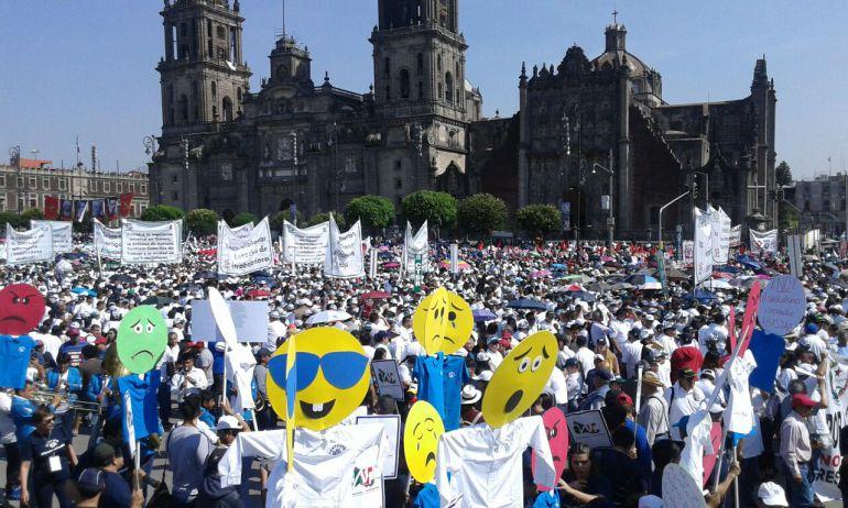 marchas, Día del Trabajo: Sindicatos exigen mejores condiciones laborales en el Zócalo