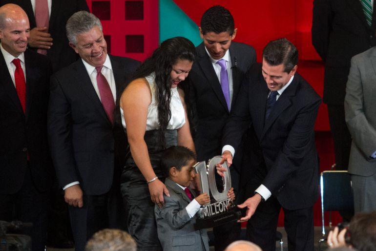 Entorno económico estable favorece incremento en créditos Infonavit Peña Nieto