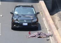 Muere migrante al caer sobre un auto en Querétaro