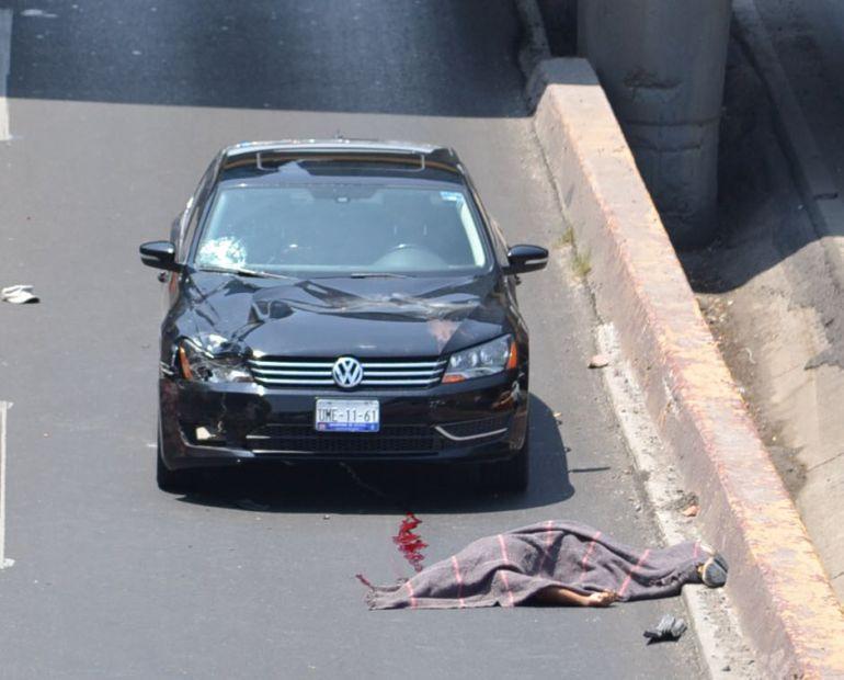inmigrantes, Querétaro: Muere migrante al caer sobre un auto en Querétaro