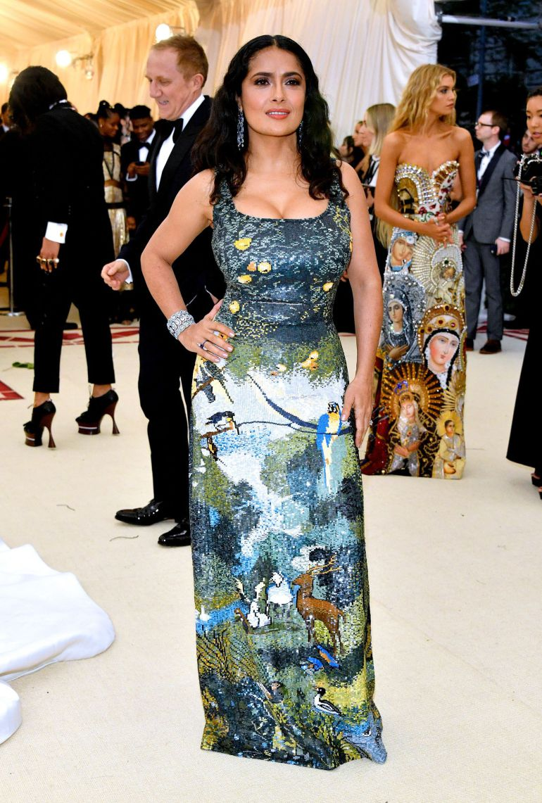 Salma Hayek sorprende en la Gala del Met