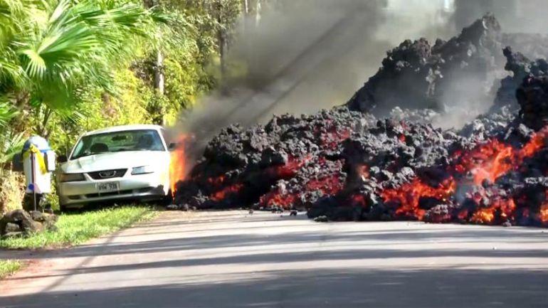 Un automóvil es devorado por el volcán Kilauea en Hawaii: Un automóvil es devorado por el volcán Kilauea