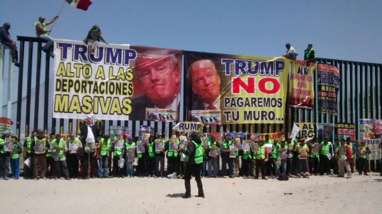 Lanzan 'megamentada' contra Trump en Tijuana