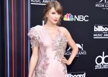 Taylor Swift enseña de más en los Billboard