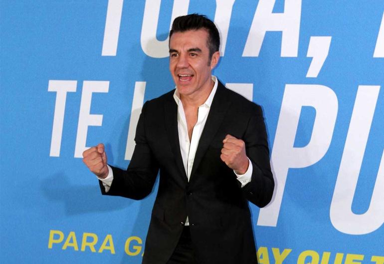 Reaparece Adrián Uribe en redes sociales