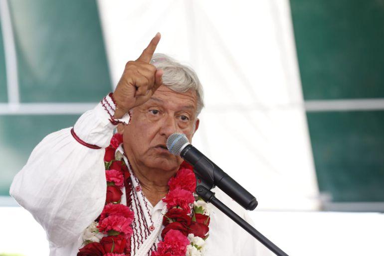 """AMLO pide a """"Los Tigres del Norte"""" en su cierre de campaña"""