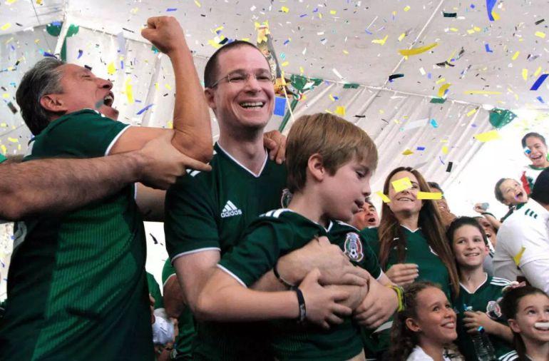 Candidatos celebran triunfo de la Selección Nacional