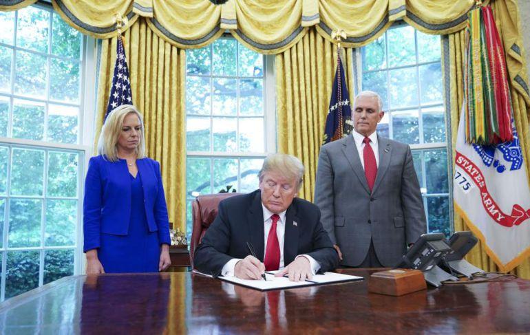 Trump, niños inmigrantes: Trump firma orden para detener la separación de familias migrantes
