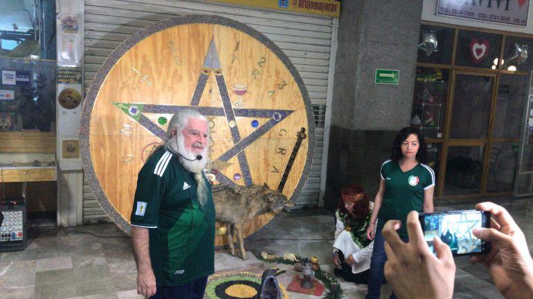 Brujo Mayor hace ritual para que el tri derrote a Corea: Brujo Mayor hace ritual para que el Tri derrote a Corea