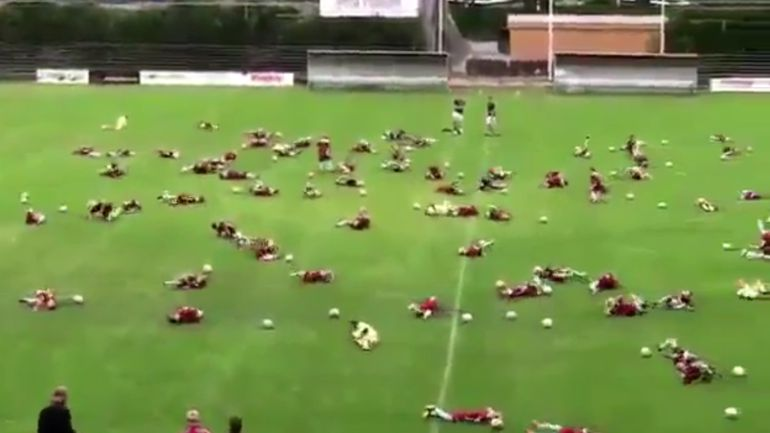 Neymar Challenge en una escuela.