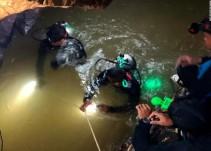 Rescatan a 12 niños y entrenador de una cueva en Tailandia