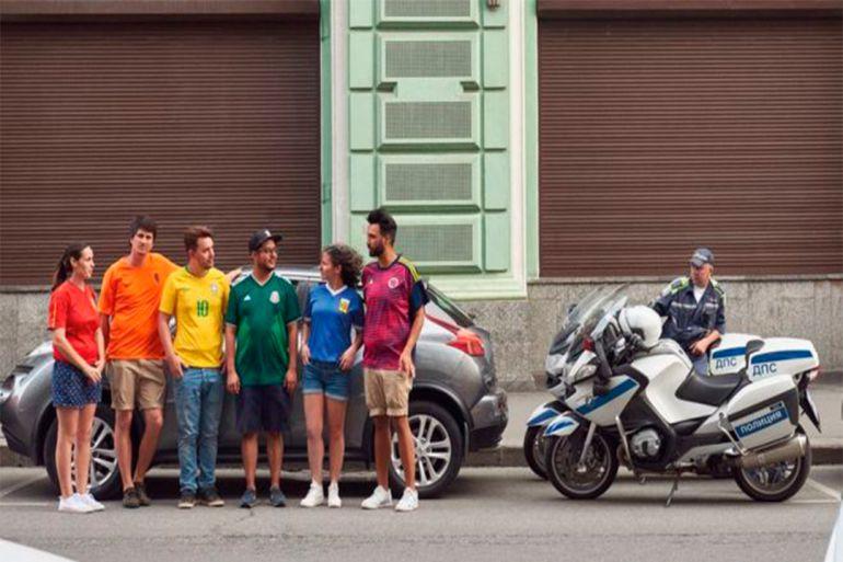 Jóvenes lograron burlar la prohibición del símbolo LGBTTTI en Rusia: Jóvenes lograron burlar la prohibición del símbolo LGBTTTI en Rusia