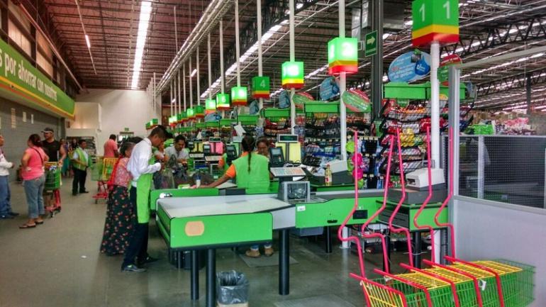 Bodega Aurrera 5 pesos: Pasan la noche para comprar televisores a 5 pesos