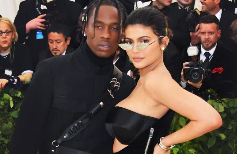Kylie Jenner y Travis Scott posan en atrevida portada: Kylie Jenner y Travis Scott posan en atrevida portada