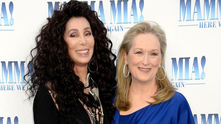 Meryl Streep y Cher sorprenden con beso en la boca