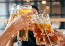 Beber cerveza después de trabajar es la clave para la juventud