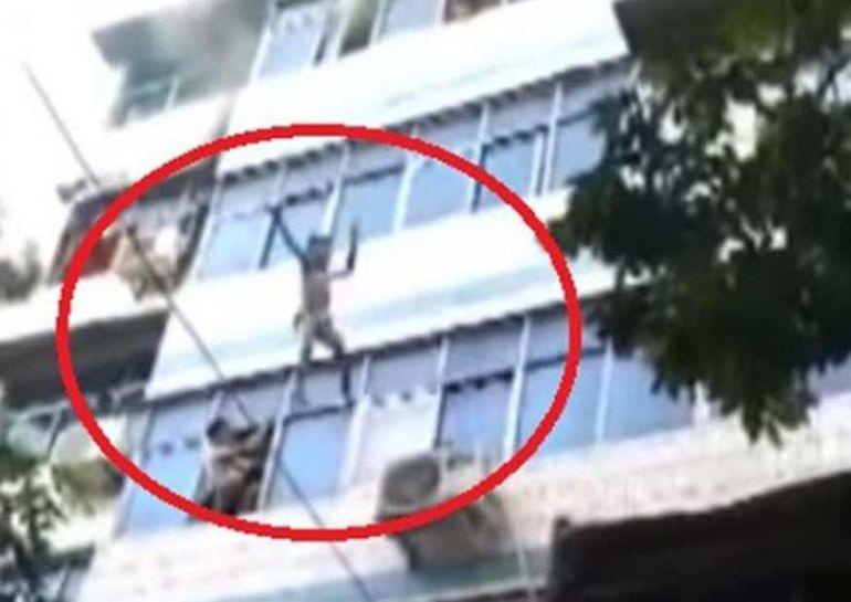 Video: Madre avienta a sus hijos de un quinto piso