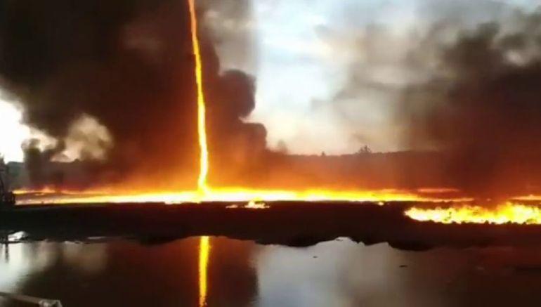 Tornado de fuego sorprende a ciudadanos