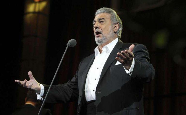 Detienen a mujer por escuchar a Plácido Domingo