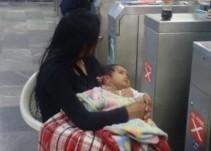 Hombre abandona a su mujer afuera del metro Tacubaya