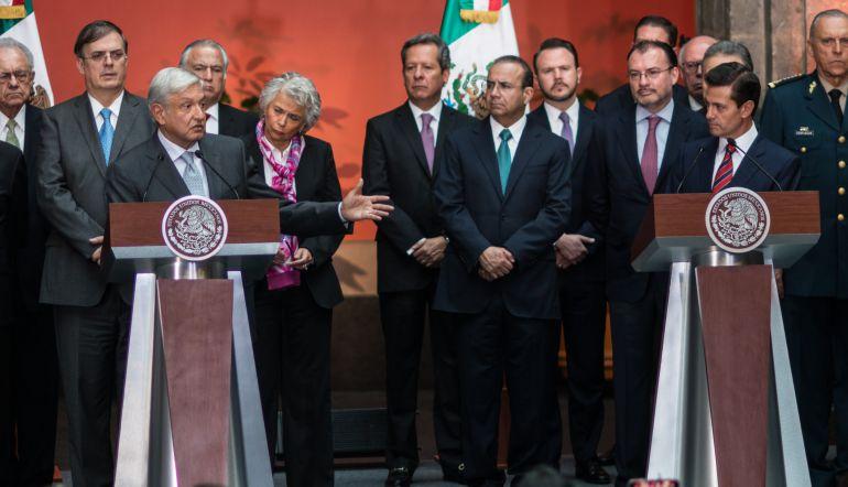 De reversa la reforma educativa, sentencia AMLO a Peña