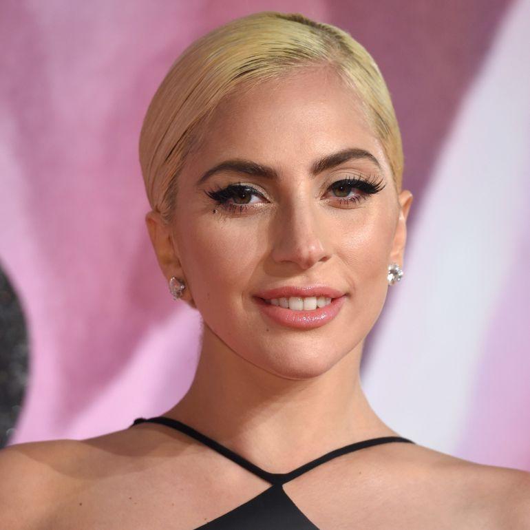 Lady Gaga desafía la censura para sorprender a sus fans