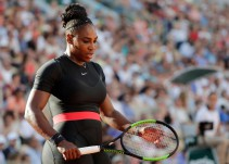 Con traje o sin traje, Serena Williams es superheroína