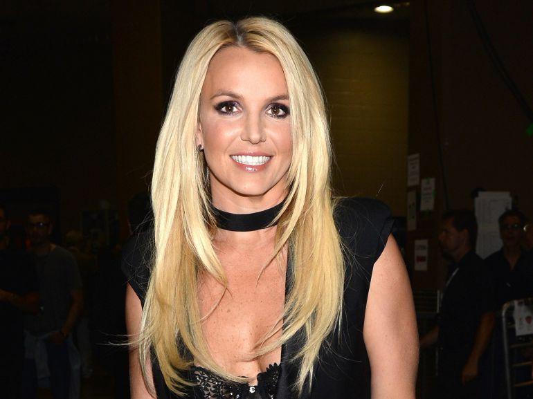 Britney Spears se burla de fan que pagó por una foto con ella