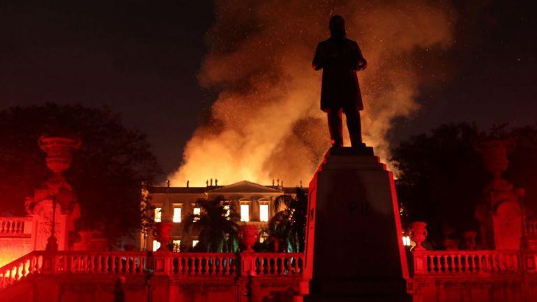 Incendio acaba con Museo Nacional de Río de Janeiro
