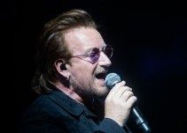 Bono pierde la voz en pleno concierto en Berlín