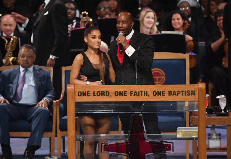 Obispo pide perdón a Ariana Grande por su comportamiento
