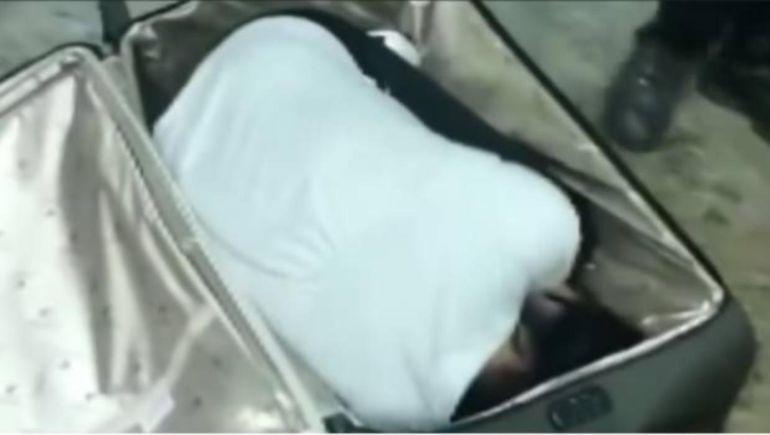 Mujer intenta viajar a casa dentro de una maleta