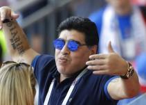 Famosa vedette exhibe romance con Maradona