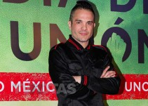 Kuno Becker desea muerte a conductor que critica su película