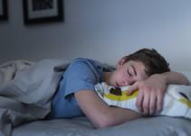 Apuñala a su madre por despertarlo temprano