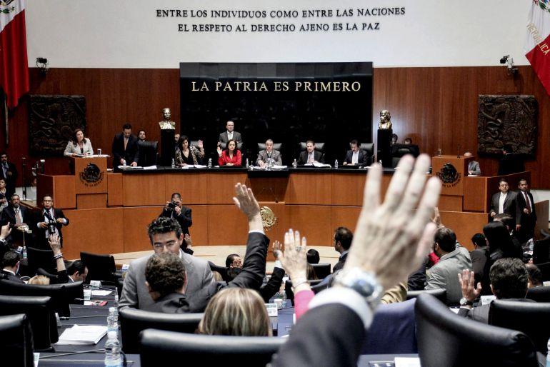 """Senadores se dan su """"calaverita"""" con """"puentazo"""" de Muertos"""
