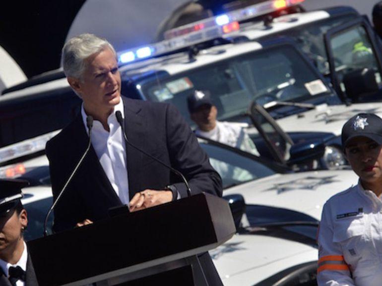 Recibe policía estatal equipos, uniforme y aumento salarial