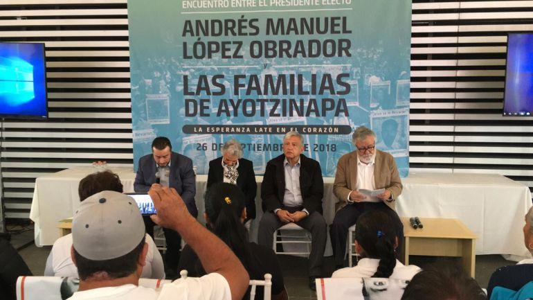 AMLO, 43 normalistas, Ayotzinapa: Se compromete AMLO a esclarecer la verdad de los 43