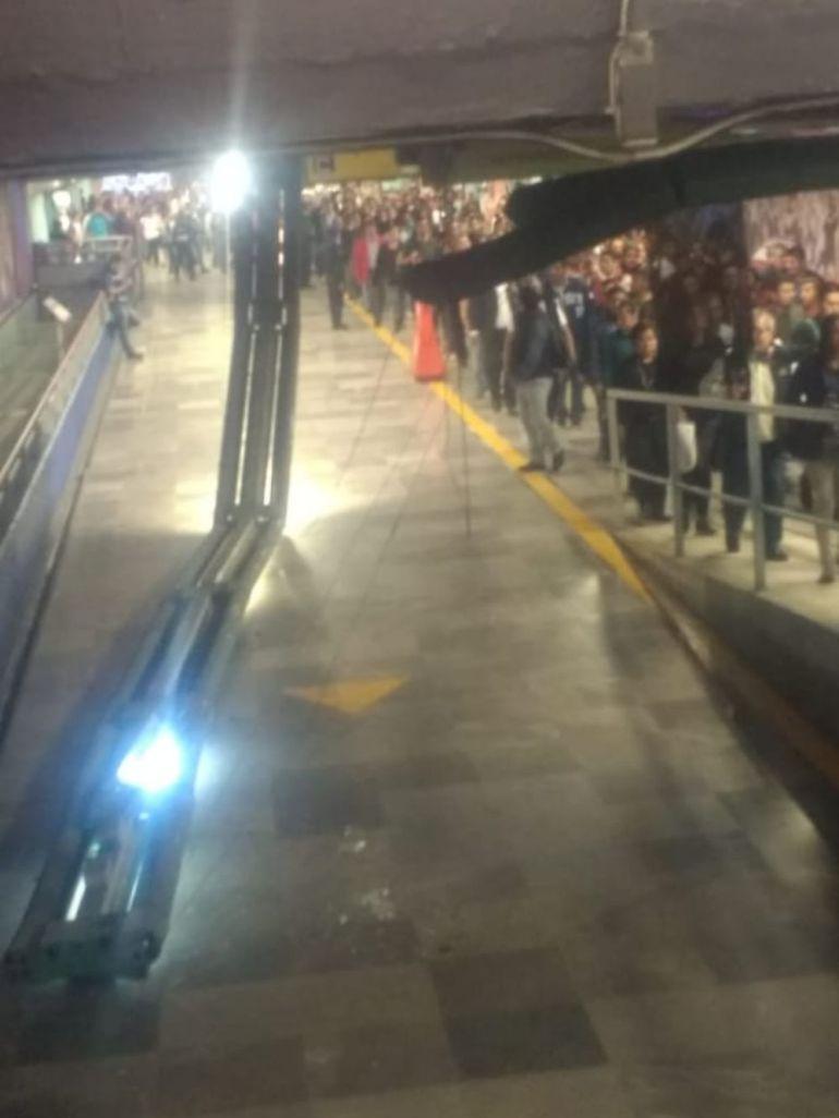Cae estructura de lámina en Metro Garibaldi