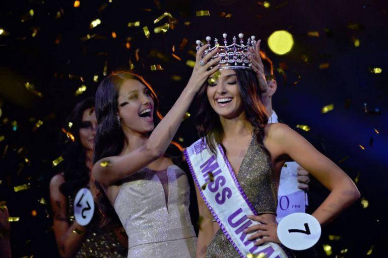 Le quitan la corona a Miss Ucrania