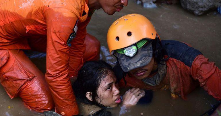 Mueren más de 800 personas en Indonesia por sismo y tsunami