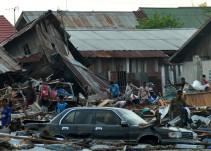 Aumenta cifra de muertos por tsunami en Indonesia