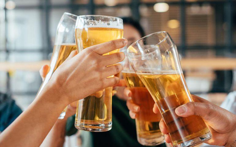 Advierten escasez de cerveza por calentamiento global