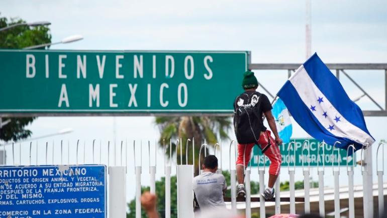 Caravana Honduras Trump: Migrantes hondureños derriban puerta en frontera con Guatemala
