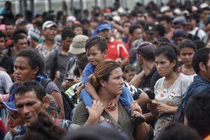 Migrantes hondureños piden abrir frontera de México